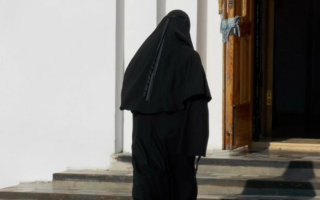 Почему женщины уходят в монастырь